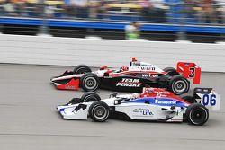 Helio Castroneves, Team Penske passes Hideki Mutoh, Newman/Haas Racing