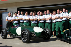 Lotus Type 12 et Mike Gascoyne, Lotus F1 Team, Chief Technical Officer