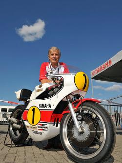 Giacomo Agostini unveils his 1975 championship winning Yamaha OW23 with Jorge Lorenzo, Fiat Yamaha T