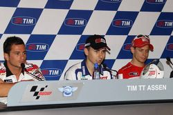 Pole winner Jorge Lorenzo, Fiat Yamaha Team, second place Randy De Puniet, LCR Honda MotoGP, third p