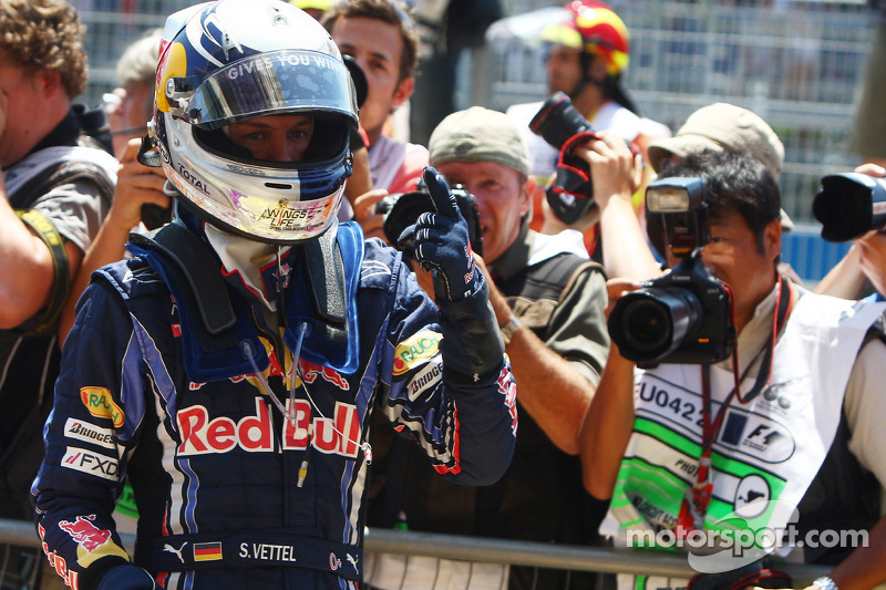 Autor de la pole position Sebastian Vettel, Red Bull Racing