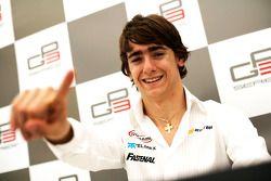 Esteban Gutierrez viert de pole position