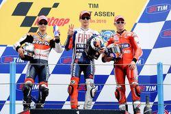 Podio: il vincitore Jorge Lorenzo, Fiat Yamaha Team, e il secondo classifica toDani Pedrosa, Repsol Honda Team,