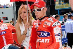 Casey Stoner, Ducati Marlboro Team con su esposa adriana