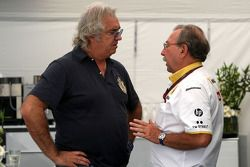 Флавио Бриаторе и управляющий директор Renault F1 Жан-Франсуа Кобе