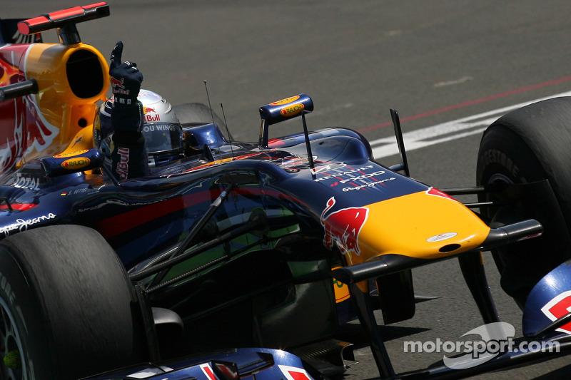 Sebastian Vettel, Red Bull Racing takes checkered flag