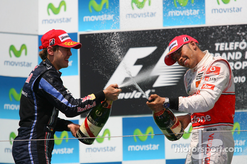 Podyum: Yarış galibi Sebastian Vettel, Red Bull Racing, 2. Lewis Hamilton, McLaren Mercedes