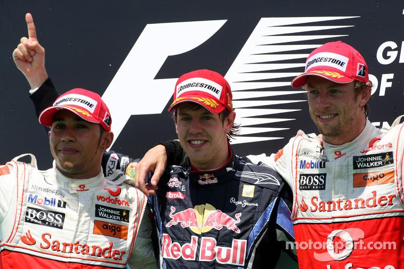 Podyum: Yarış galibi Sebastian Vettel, Red Bull Racing, 2. Lewis Hamilton, McLaren Mercedes, 3. Jens