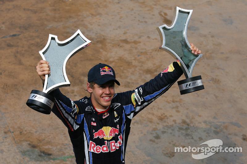 Yarış galibi Sebastian Vettel, Red Bull Racing ve his team