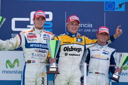 Marcus Ericsson celebrates his victory on the podium with Giedo Van der Garde and Michael Herck