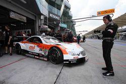 #35 MJ Kraft SC430: Hiroaki Ishiura, Kazuya Oshima of Lexus Team Kraft