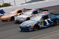 Jamie McMurray, Earnhardt Ganassi Racing Chevrolet, Dale Earnhardt Jr., Hendrick Motorsports Chevrol