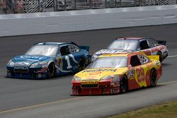 Kevin Harvick, Richard Childress Racing Chevrolet, Jamie McMurray, Earnhardt Ganassi Racing Chevrole