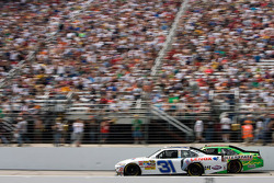 Jeff Burton, Richard Childress Racing Chevrolet, Kyle Busch, Joe Gibbs Racing Toyota
