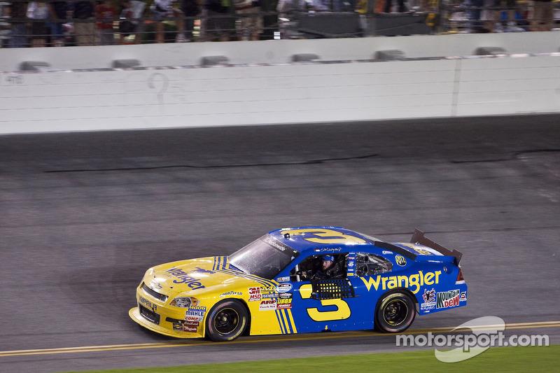 Normalmente com o #8 ou o #88, Junior chegou a correr com o #3 de seu pai em uma etapa da Xfinity Series em 2010 em Daytona.