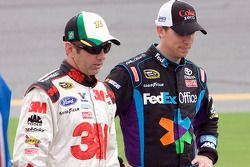 Greg Biffle, Roush Fenway Racing Ford et Denny Hamlin, Joe Gibbs Racing Toyota