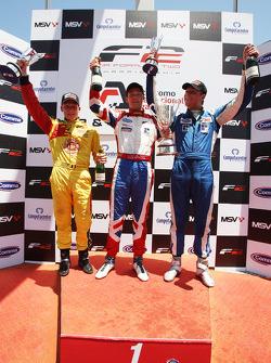 Podium: race winnaar Jolyon Palmer, 2de Benjamin Bailly, 3de Jack Clarke