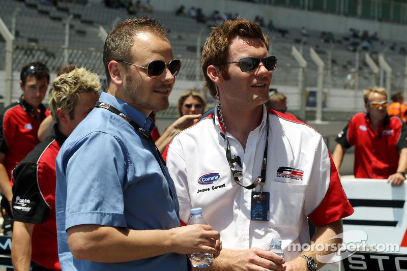 Simon Melluish FIA persverantwoordelijke en James Gornall F2 coördinator