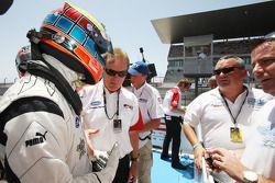 Race winner Dean Stoneman is congratulated by Jonathan Palmer CEO MotorSport Vision, in parc ferme