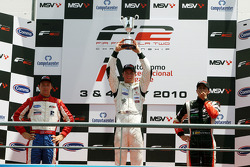 Podium: race winner Dean Stoneman, second place Jolyon Palmer, provisional third place Nicola de Marco