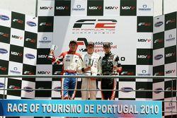 Podium: race winner Dean Stoneman, second place Jolyon Palmer, provisional third place Nicola de Mar