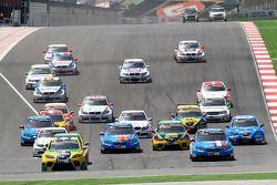 Tiago Monteiro, SR - Sport, Seat Leon 2.0 TDI aan de leiding