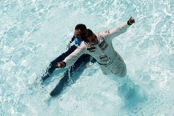 Tiago Monteiro, SR - Sport, Seat Leon 2.0 TDI en Yvan Muller, Chevrolet, Chevrolet Cruze LT springen