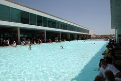 Het circuit zwembad is populair met dit weer