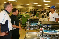 Mark Gallagher, algemeen manager van Cosworth's F1 Business Unit en Bruno Senna, Hispania Racing F1