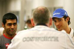 Karun Chandhok, Hispania Racing F1 Team en Bruno Senna, Hispania Racing F1 Team, met Mark Gallagher,