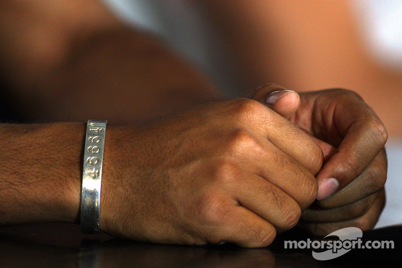 46664 armband Lewis Hamilton, McLaren Mercedes