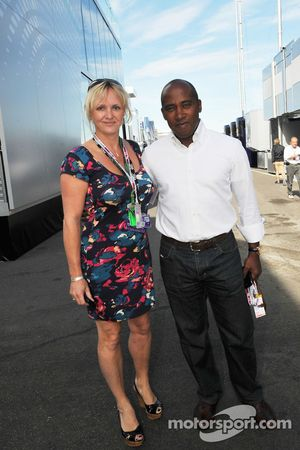 Anthony Hamilton Manager de Paul di Resta, Test Driver, Force India F1 Team avec sa petite amie