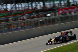 Sebastian Vettel, Red Bull Racing voor nieuw pitgebouw