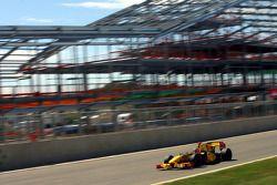 Robert Kubica, Renault F1 Team in pitgebouw