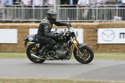 2010 Norton Commeto 961: Phil Packer