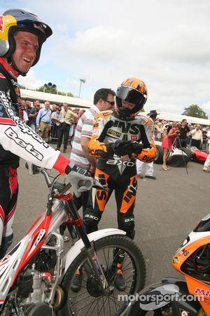 Neil Hodgson se demete ce que Dougie Lampkin a fait du reste de sa moto