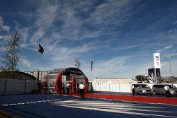 De Silverstone paddock
