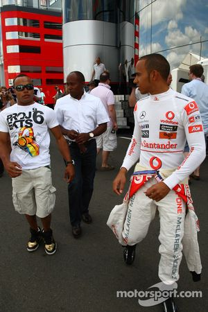 Nicholas Hamilton, frère de Lewis Hamilton avec Anthony Hamilton, père de Lewis Hamilton et Lewis Hamilton, McLaren Mercedes