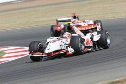 Pastor Maldonado lidera a Jules Bianchi