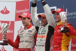Podio: ganador Pastor Maldonado con el segundo lugar Jules Bianchi y el tercer puesto de Dani Clos