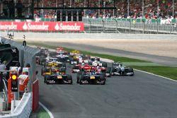 Inicio: Sebastian Vettel, Red Bull Racing y Mark Webber, Red Bull Racing