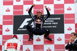 Podium : le vainqueur Mark Webber, Red Bull Racing