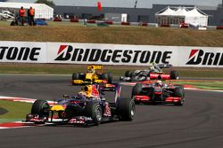 Mark Webber, Red Bull Racing lídera a Lewis Hamilton, McLaren Mercedes