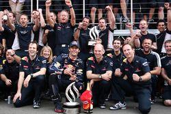 Equipo Red Bull celebra victoria de Mark Webbers, Mark Webber, Red Bull Racing, Sebastian Vettel, Re