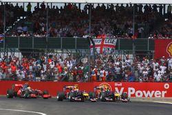 Mark Webber, Red Bull Racing y Sebastian Vettel, Red Bull Racing al inicio de la carrera