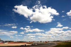 Sebastian Vettel, Red Bull Racing lleva Mark Webber, Red Bull Racing en pace lap