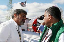 Vicky Chandhok, vader van Karun Chandhok, Tony Fernandes, Lotus F1 Team, Team Principal