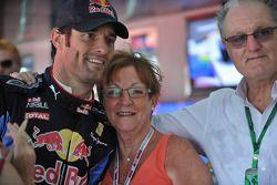Mark Webber, Red Bull Racing con su madre Diane y padre Alan
