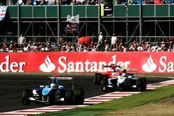 Roberto Merhi devant Pablo Sanchez Lopez