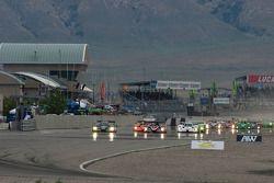 Start: #8 Drayson Racing Lola B09 60 Judd: Emanuele Pirro, Jonny Cocker en #37 Intersport Racing Lola B06/10 AER: Jon Field, Clint Field
